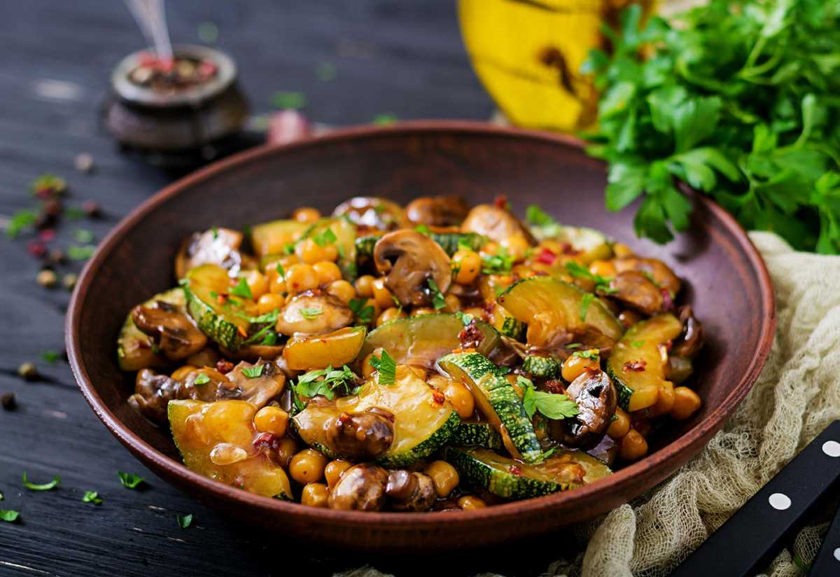Local Food Market Co Chickpea And Zucchini Stir Fry 176684669 Web